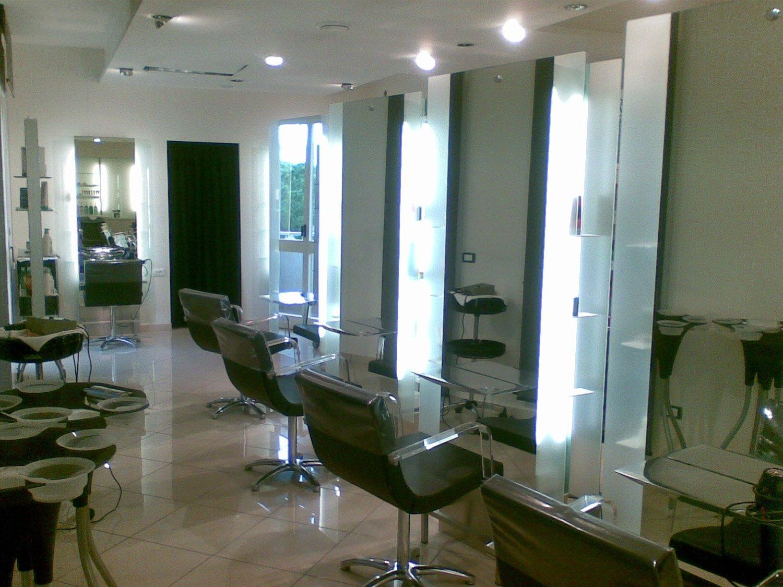 Arredamento parrucchieri adamuccio maglie lecce puglia for Design arredamento parrucchieri