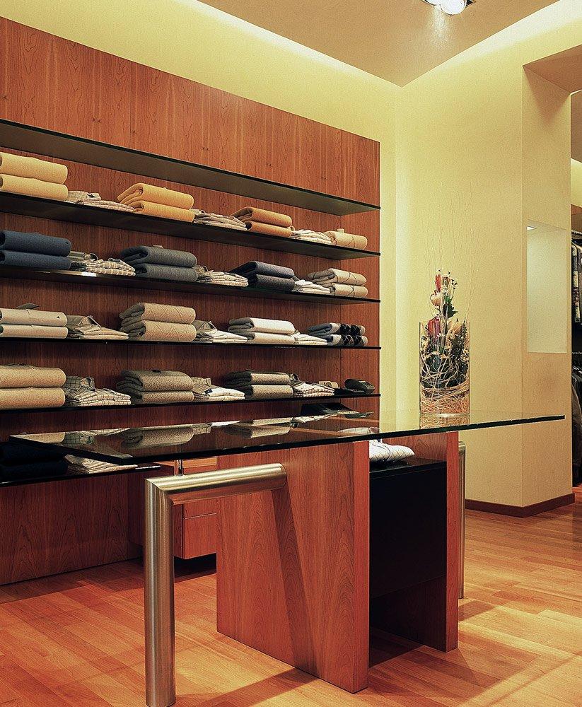 Arredamento negozi abbigliamento aurigemma avellino campania for Arredamenti avellino