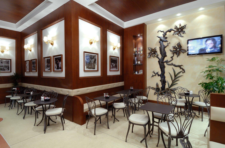 Progettazione e arredamento bar royal taranto for Arredamento taranto