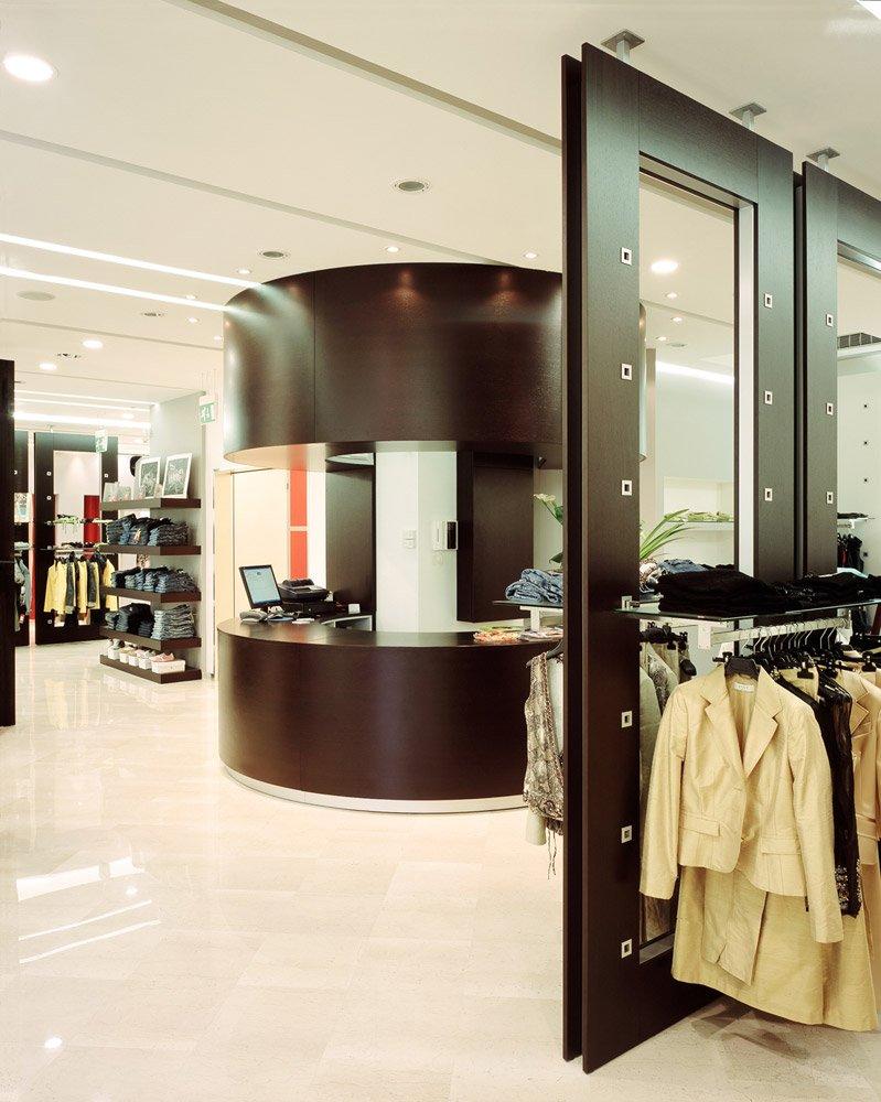 Arredamento negozi abbigliamento caputo altamura bari puglia for Negozi di arredamento bari