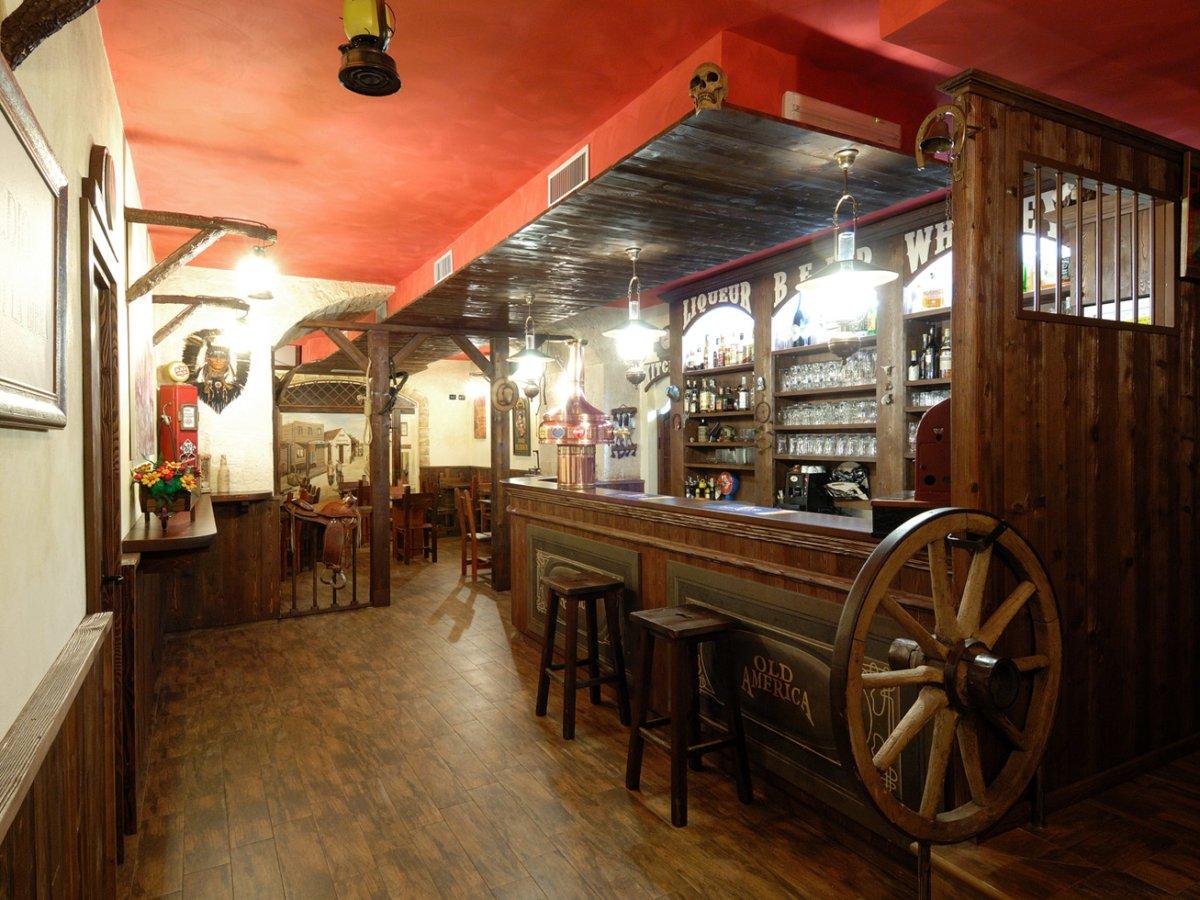 Progettazione e arredamento per el paso pub martina franca for Arredamenti per pub usati