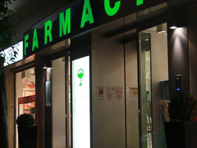 Farmacia Ciccarone Arredo Chiavi In Mano Luci Estern