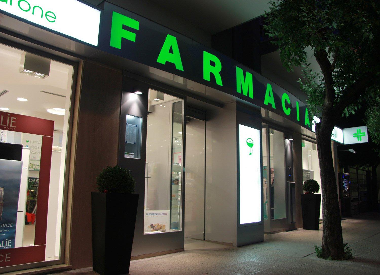 Arredamento farmacia dottor ciccarone taranto for Arredamento taranto