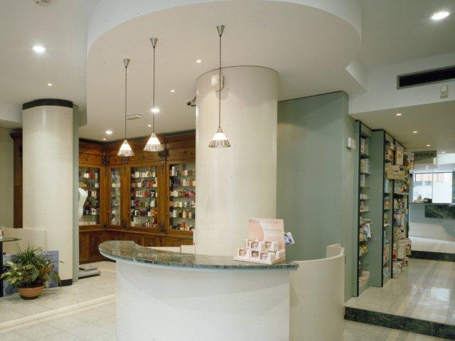 Farmacia Misasi Progetto Arredamenti Su Misura Illuminazione