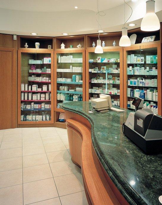 Progettazione arredamento farmacia nati roma lazio for Arredamenti farmacie