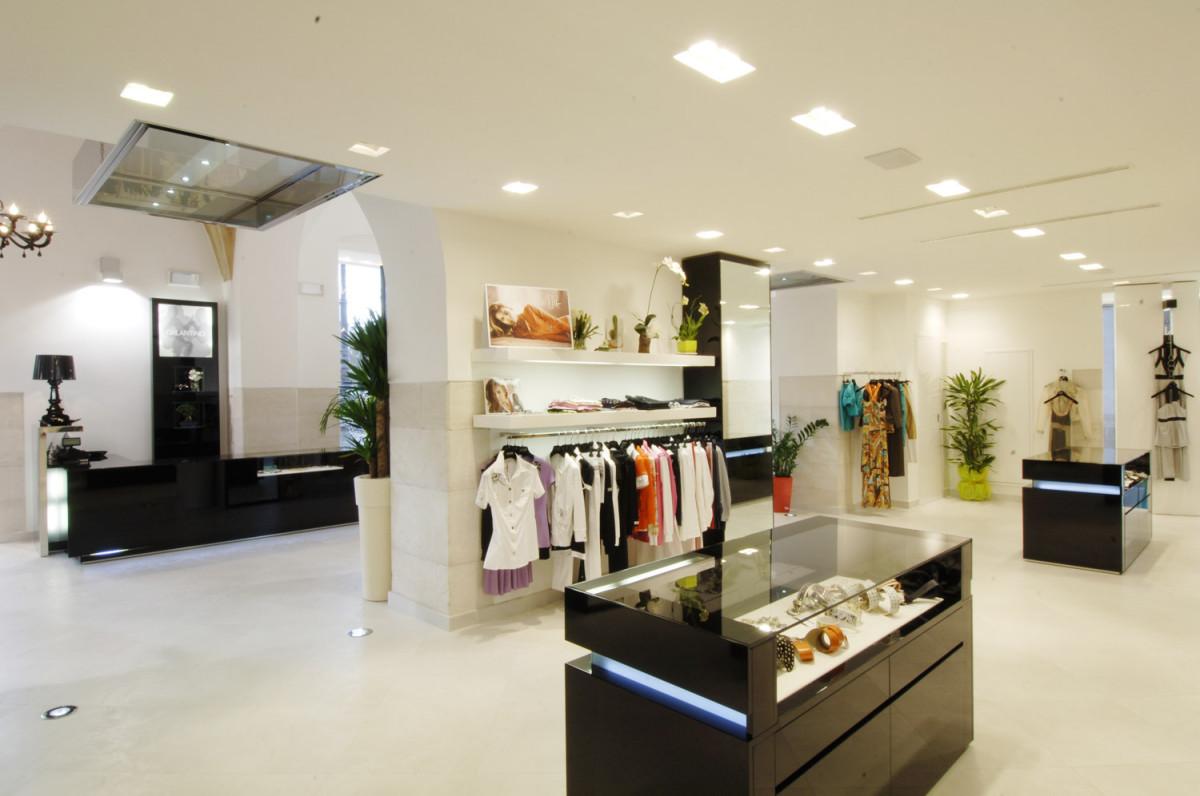 Arredamento negozi abbigliamento galantino bisceglie bari for Negozi arredamento bari