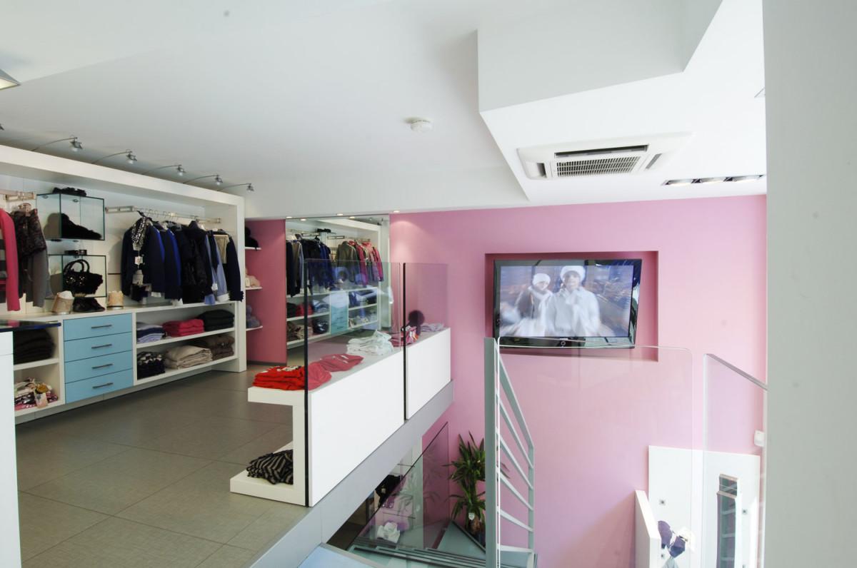 Arredamento negozio abbigliamento bambini maf napoli campania for Negozi arredamenti napoli