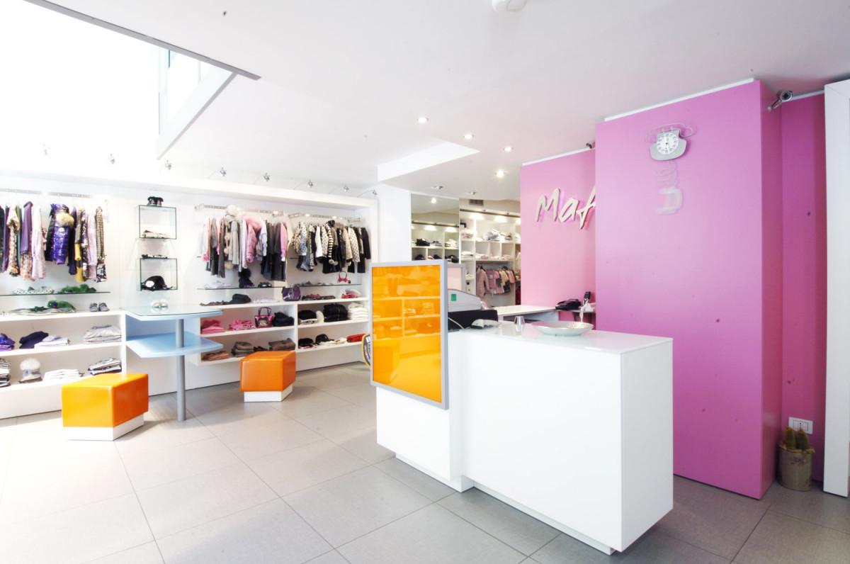 Arredamento negozio abbigliamento bambini maf napoli campania for Gs arredamenti di straziuso raffaele