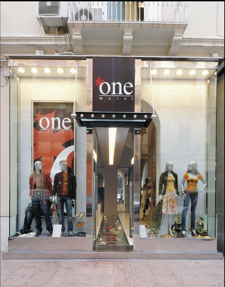 Arredamento negozi abbigliamento major one taranto puglia for Negozi arredamento puglia