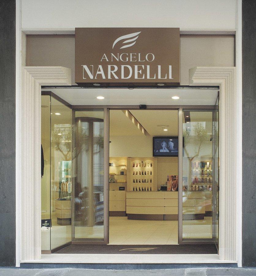 Arredamento negozi abbigliamento nardelli taranto puglia for Negozi di arredamento taranto