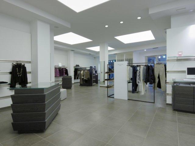 Arredamento negozi abbigliamento punto max barletta puglia for Forum arredamento galleria fotografica
