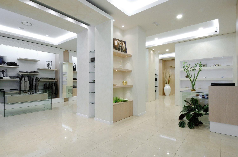 Arredamento negozi abbigliamento russo taranto puglia for Arredamento taranto