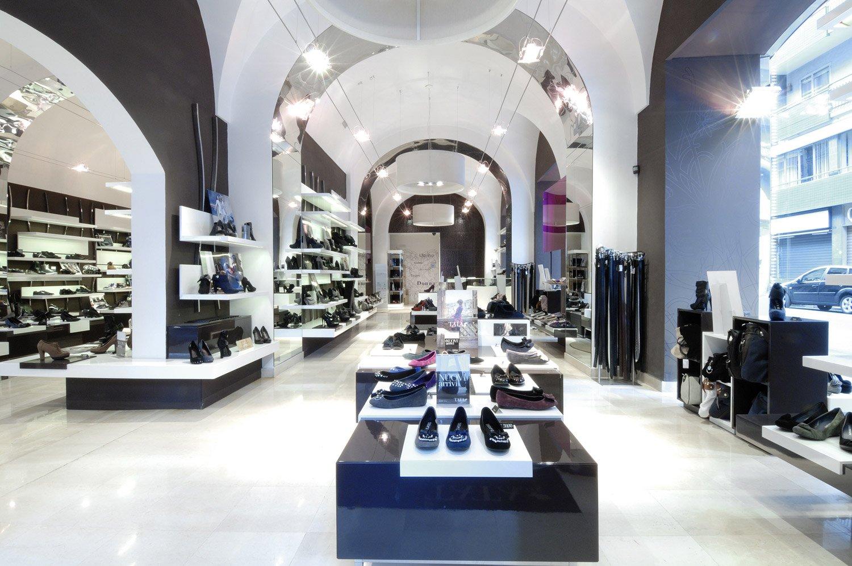 Arredamento negozi abbigliamento tata italia bari puglia for Negozi arredamento bari