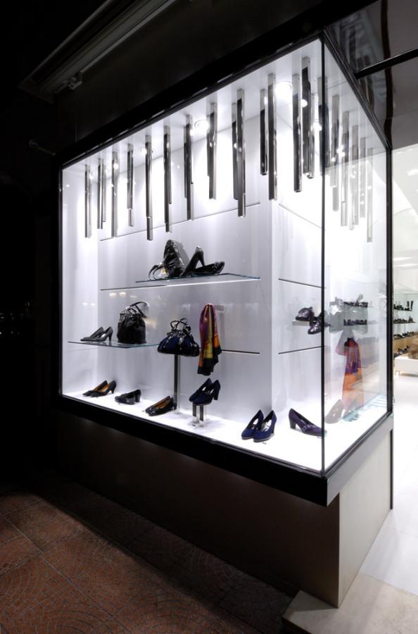 Arredamento negozio calzature valleverde taranto puglia for Gs arredamenti di straziuso raffaele