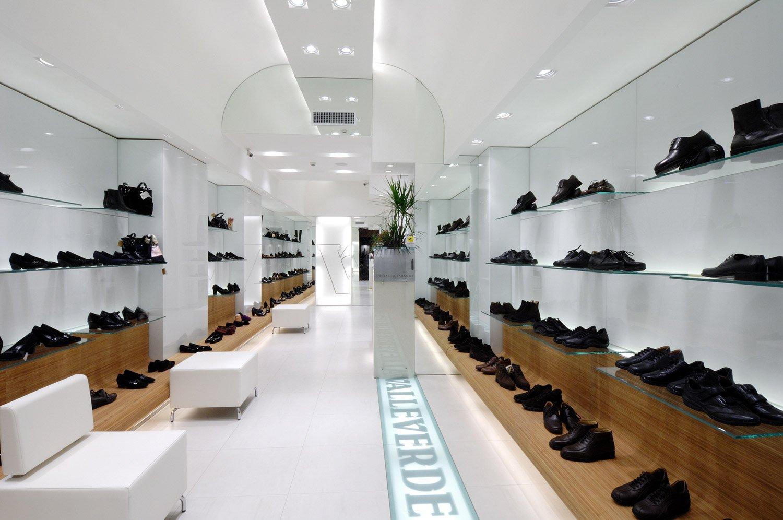 Arredamento negozio calzature valleverde taranto puglia for Arredamento taranto