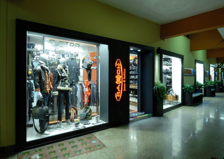 arredamento negozi abbigliamento crash casarano lecce puglia